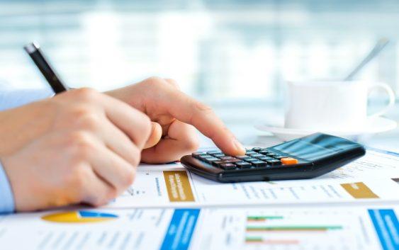 doradca-finansowy-pomoze-wybrac-kredyt-gotowkowy