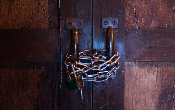 zamknieci w pokoju zagadek - escape room